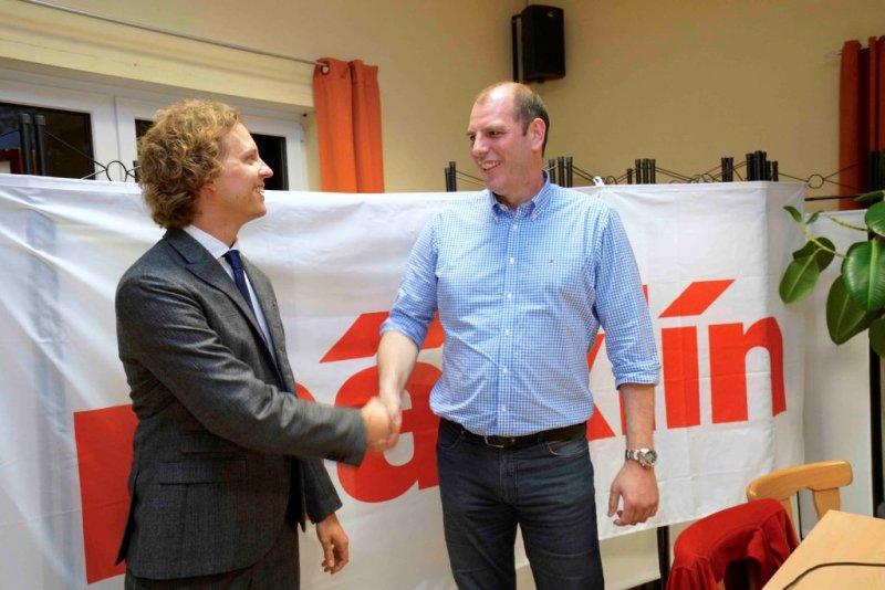 Vorstand Ulrich Klumpp begrüßt Florian Sieber