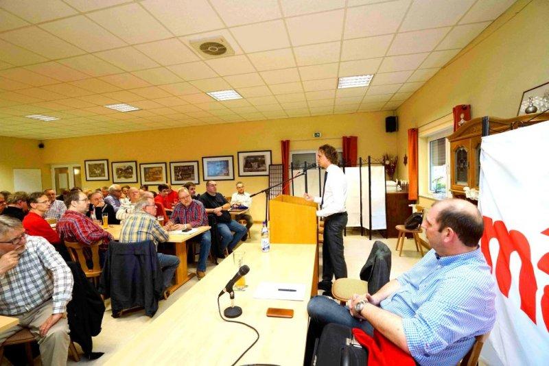 Florian Sieber bei seiner Ansprache an das Plenum